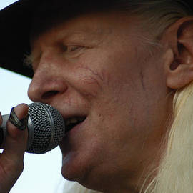 Mike Martin - Johnny Winter Sings