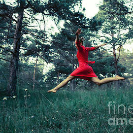 Maria Bobrova - Jump