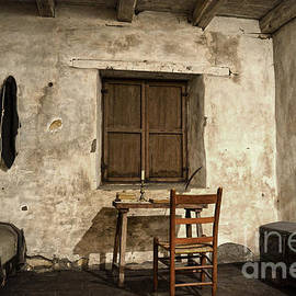 RicardMN Photography - Junipero Serra cell in Carmel Mission
