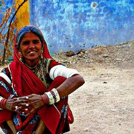Sue Jacobi - Just Sitting 1a - Woman Portrait - Village India Rajasthan