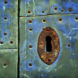 RicardMN Photography - Keyhole on a blue and green door