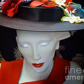 Lauren Leigh Hunter Fine Art Photography - Lady in a Big Hat
