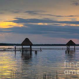 Yuri Santin - Lagoon at sunset