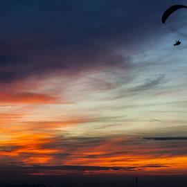 Julis Simo - Late Paragliding