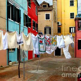 Jennie Breeze - Laundry Day in Burano
