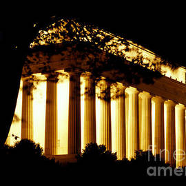 Gregory Schultz - Lincoln Memorial at Night