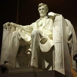 Suzanne Stout - Lincoln Memorial statue