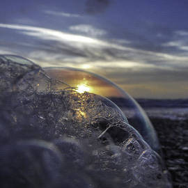 Island Sunrise and Sunsets Pieter Jordaan - Living in a bubble