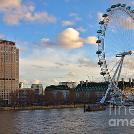 Jeremy Hayden - London Eye and Shell Building