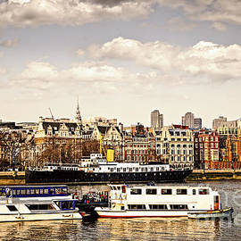 Elena Elisseeva - London from Thames river