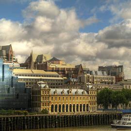 Vlad Baciu - London panorama with Old Billingsgate Market and Thames river