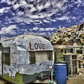 F Icarus - Love mountain