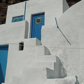 Colette V Hera  Guggenheim  - lovely Thirasia Santorini Hause Greece