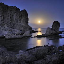 Guido Montanes Castillo - Moon