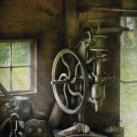 Mike Savad - Machine Shop - An old drill press