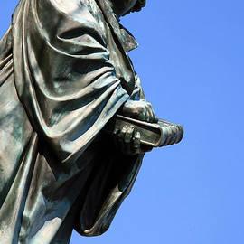Cora Wandel - A Skyward Martin Luther