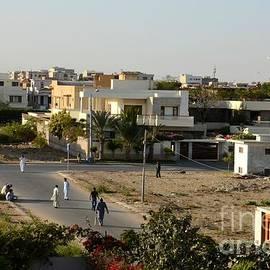 Imran Ahmed - Men play street cricket Karachi Pakistan
