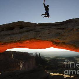 Bob Christopher - Mesa Arch Midair 2