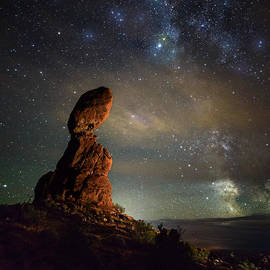 Mike Berenson - Milky Way Pull At Balanced Rock