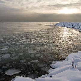 Georgia Mizuleva - Mini Ice Floes on the Lake