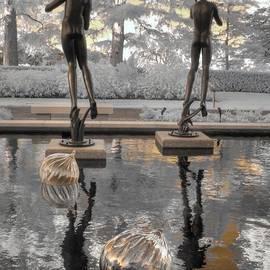 Jane Linders - Missouri Botanical Garden Statue
