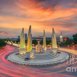 Anek Suwannaphoom - Moment of Democracy monument