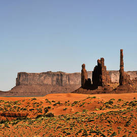 Christine Till - Monument Valley - Icon of the West