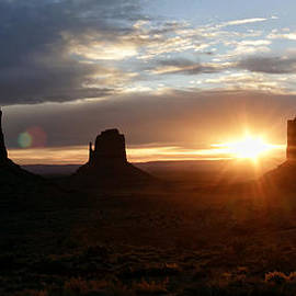 Wes and Dotty Weber - Monument Valley Sunrise W0651