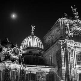 Colin Utz - Moon over the Dresden Academy of Fine Arts Glass Dome at night -