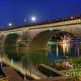 Eddie Yerkish - Moon Rising Over The London Bridge