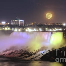 Charline Xia - Moonrise over American Falls