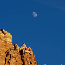 Mike  Dawson - Moonrise over Sandstone