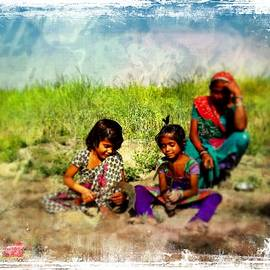 Sue Jacobi - Mother and Children Harvest India Rajasthan