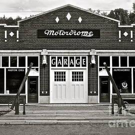 Linda Bianic - Motordrome Garage