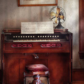 Mike Savad - Music - Organist - My Grandmothers organ
