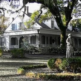 Kelly Schutz - Myrtles Plantation