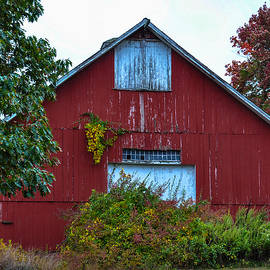Karen Regan - New England Barn