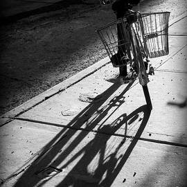 Miriam Danar - Messenger Bike