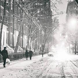 Vivienne Gucwa - New York City - Winter Night in the Snow at Washington Square