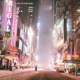 Vivienne Gucwa - New York City - Winter Night - Times Square in the Snow