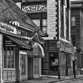 Nancy  de Flon - Newport in Monochrome