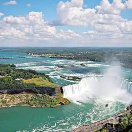 Charline Xia - Niagara Falls in Summer