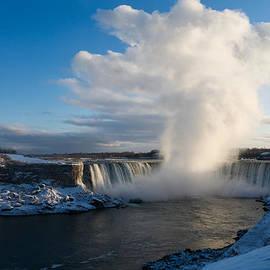 Georgia Mizuleva - Niagara Falls Makes Its Own Weather
