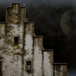 Joanna Madloch - Night Falls