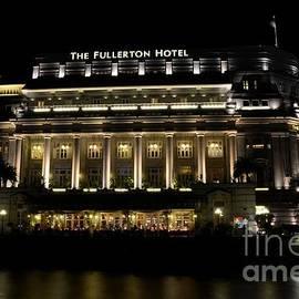Imran Ahmed - Night shot of Fullerton Hotel building in Singapore River