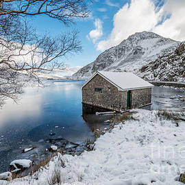 Adrian Evans - Ogwen Boat House