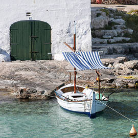 Pedro Cardona - Typical mediterranean fishermen villa in Alcaufar beach Minorca island  with llaut