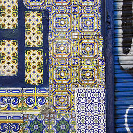 RicardMN Photography - Old mixed geometric tiles in Madrid