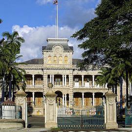 Linda Phelps - Old Palace in Honolulu