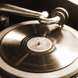 Mike McGlothlen - Old Phonograph